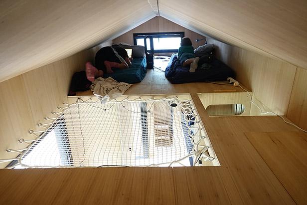 Vue intérieur du salon de la tiny house
